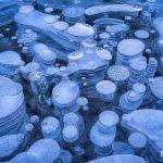 【北米】氷が創り出す美しい泡の世界!カナダ・アブラハム湖。