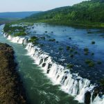 全長3kmにもわたる凄い滝。南米にある『モコナの滝』。