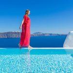 サントリーニ島で贅沢なひとときを!人気の高級リゾートホテル7選。