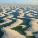 真っ白な大砂丘と無数に点在するエメラルドグリーンの湖に大感動!