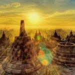 朝陽に染まる神々しい姿。インドネシアの世界遺産『ボロブドゥール遺跡』