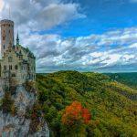 断崖絶壁にそびえる絶景な名城。ドイツの『リヒテンシュタイン城』