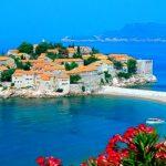 真っ青なアドリア海に浮かぶ出島。モンテネグロの『スベティ・ステファン島』