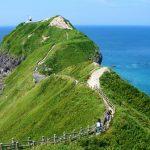 大海原に突き出た絶景の岬。積丹半島の『神威岬(かむいみさき)』