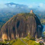 コロンビアの絶景。超巨大な一枚岩『ラ・ピエドラ・デル・ペニョール』
