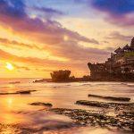 夕景の美しさに言葉が出ない!海に浮かぶバリ島の寺院『タナロット寺院』