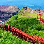 海へと続く鳥居のトンネルが壮観すぎる!山口県『元乃隅稲成神社』