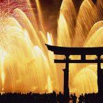 大鳥居と花火の競演に感動!宮島の夏を彩る『宮島水中花火大会』