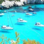 透明すぎる海、そして宙に浮かぶ船!スペイン『メノルカ島』が美しい
