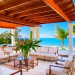 ロアタン島で贅沢なひとときを!人気の高級リゾートホテル3選。