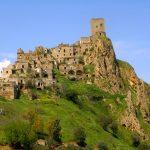 ひっそりと放棄されたゴーストタウン。イタリアにある廃墟の町『クラーコ』