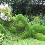 巨像が静かに眠る庭園。イギリスにある『ヘリガンの失われた庭園』