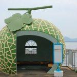 国道沿いに巨大なメロンが!?長崎のバス停がメルヘン過ぎる♪