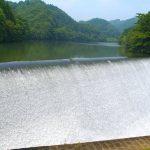 まるで白糸のレースような水の流れ。日本一美しいダム『白水ダム』